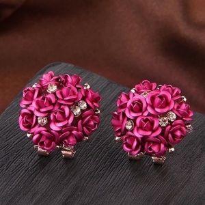 Crystal flower bunch stud earrings